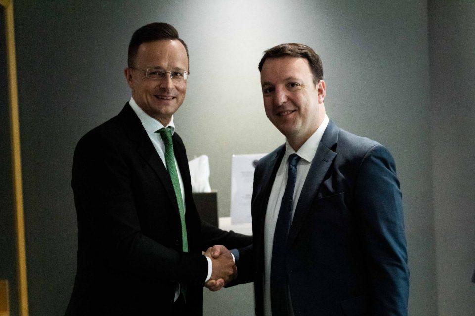 Николоски се сретна со унгарскиот министер Петер Сијарто
