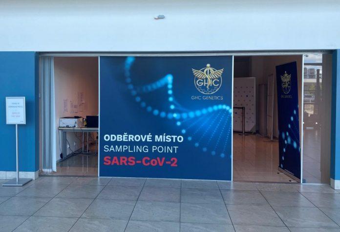 140 патници задржани на аеродром во Прага, се сомневаат дека имаат фалсификувани ковид-тестови
