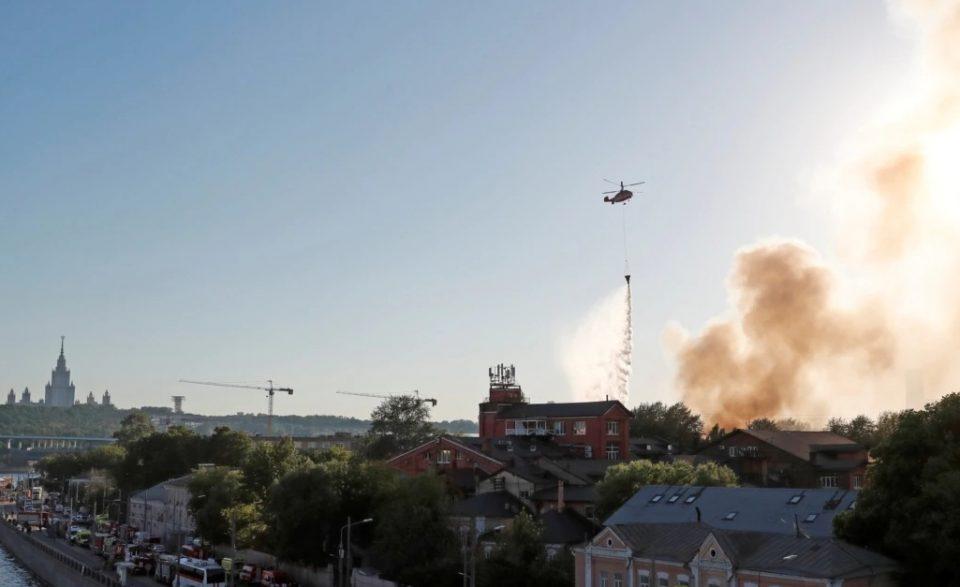 Голем пожар и експлозии во магацин за пиротехника во Москва