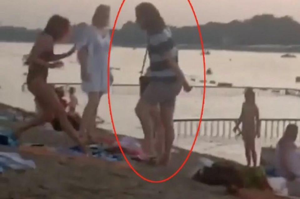 Вознемирувачко: Маж брка девојка, покрај стотина посматрачи, таа сама се бори, а тој крвнички ја удира