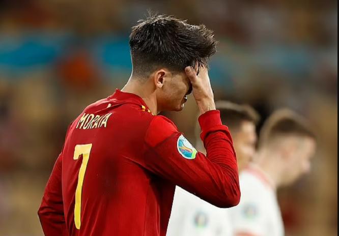 Алваро Мората и неговото семејство добиваат смртни закани од шпанските навивачи