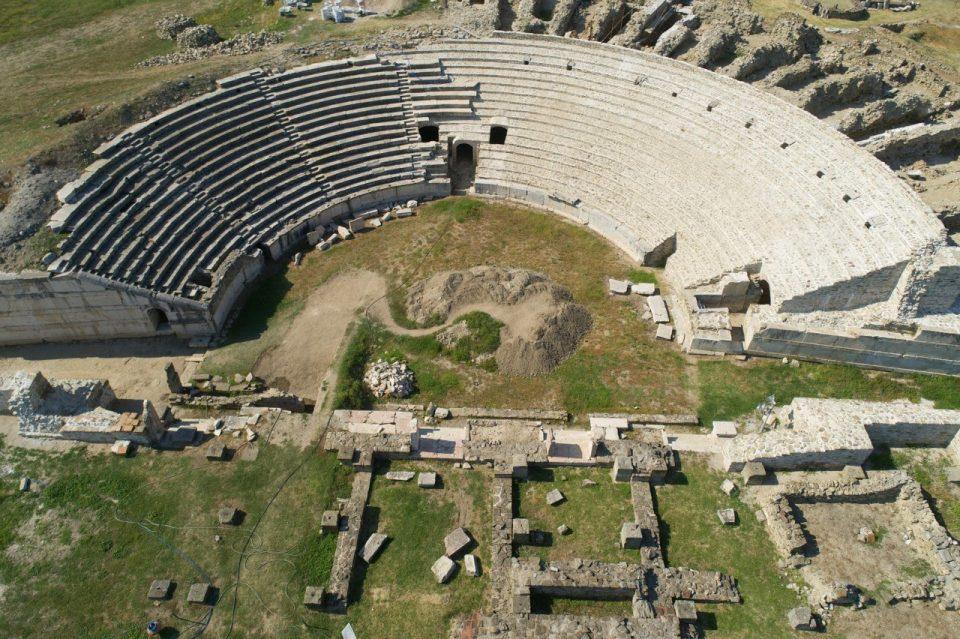 Не дај боже да стресе земјотрес на претстава во античкиот театар во Стоби, седиштата ќе паднат внатре