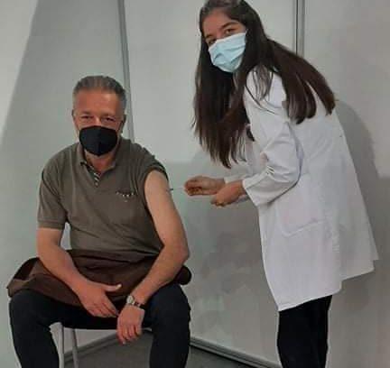 """На здравје вакцина на мојата најголема љубов: Бранко Црвенковски прими """"фајзер"""" и љубовни пораки"""