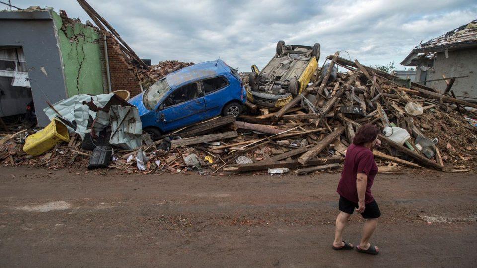 Двегодишно девојче е шестата жртва на торнадото во Чешка