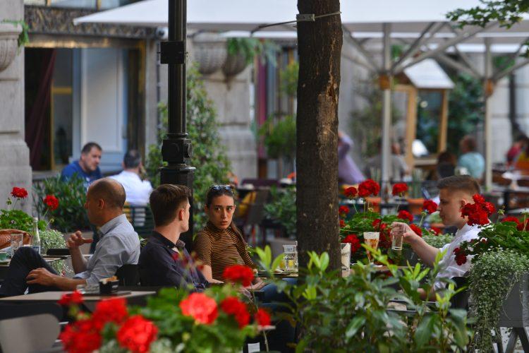 Нови мерки во Црна Гора, се забрануваат фестивали, журки, ноќни клубови