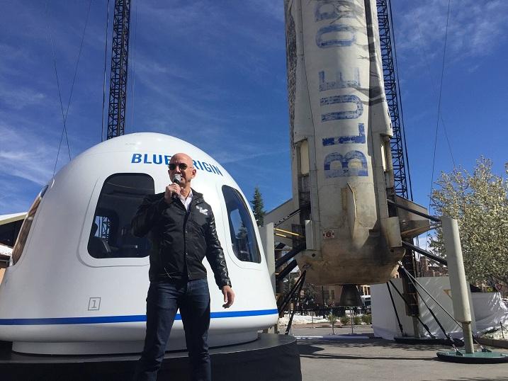 Основачот на Амазон на 20 јули ќе патува во вселената