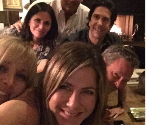 """Џенифер Анистон го објави најсмешниот момент од сетот на """"Пријатели"""""""