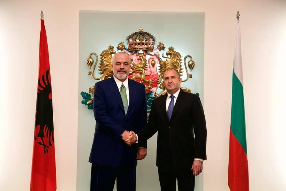 Рама со порака од Софија: Бугарско-македонскиот спор ја блокира евроинтеграцијата на Албанија