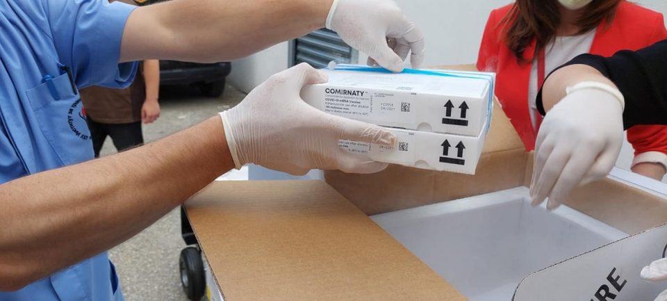 """Денеска пристигнаа 12.870 дози """"фајзер"""", утре треба да дојдат 20 илјади вакцини на """"Астра Зенека"""""""