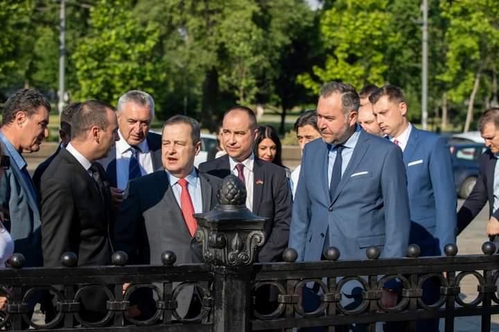 Дали Георгиевски ќе ги врати златните маски од Требеништа и охридските длаборези од Белград како што ја врати оградата?