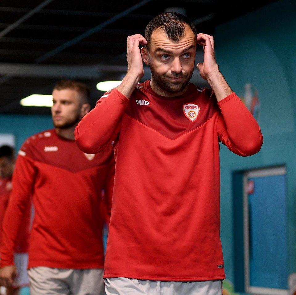 ВО ЖИВО: Пречек на фудбалерите на скопскиот аеродром