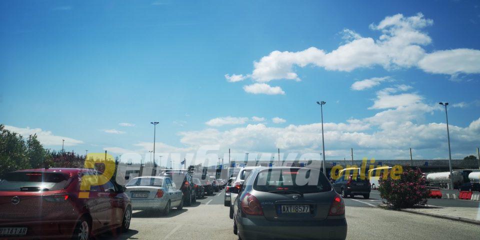 """За влез во Грција се чека и по два часа, мешаница на граничниот премин """"Богородица"""""""