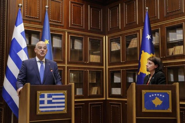 Вучиќ за односот на Грција кон Косово: Преминаа три скалила, да се надеваме дека четвртото нема