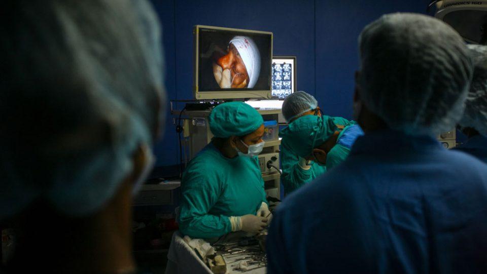 На деца им ги отстрануваат очите за да им го спасат животот откако смртоносна инфекција се појави кај заболените од делта сојот во Индија
