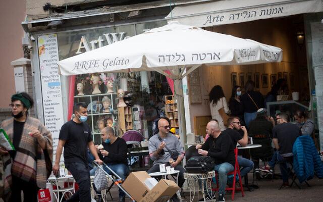 Израел го укина задолжителното носење маски во затворен простор