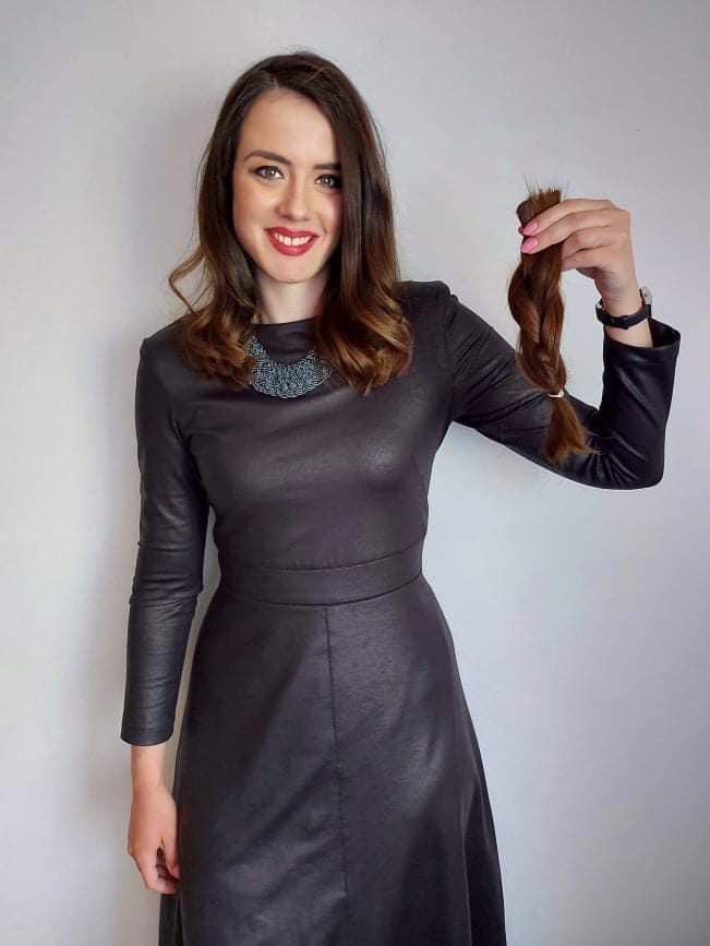 """Водителката на """"Магазин"""" ја донираше својата коса, од неа ќе се изработи перика за детенце кое се лекува на Детска клиника"""
