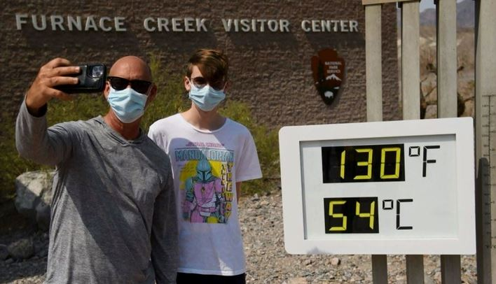 Пеколни температури во Калифорнија, асфалтот се топи