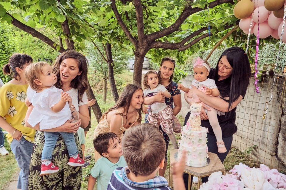 Ќерката на жената донор ја дувна првата роденденска свеќа