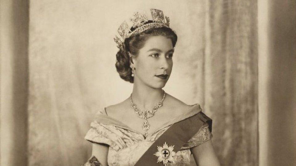 Портрет на Кралицата Елизабета отстранет од Оксфорд по барање на студентите
