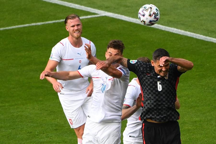 Ловрен лут за спорниот момент од натпреварот со Чешка: Да скокам како свеќа?