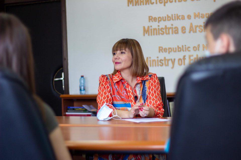 Царовска: Задоволни сме од процентот на вакцинирани вработени во училиштата, но значајно е тој да се зголеми