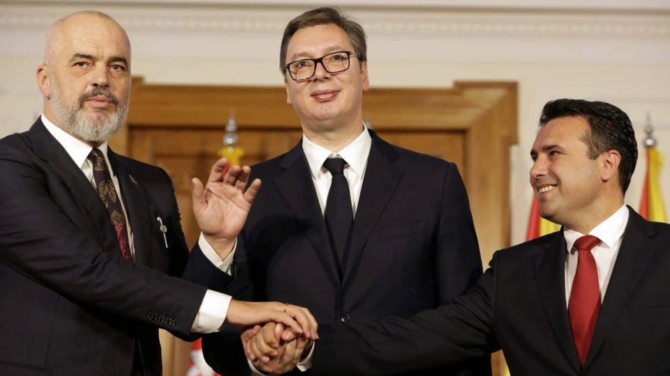 Заев ветуваше Европска Унија, а заврши со Мини Шенген