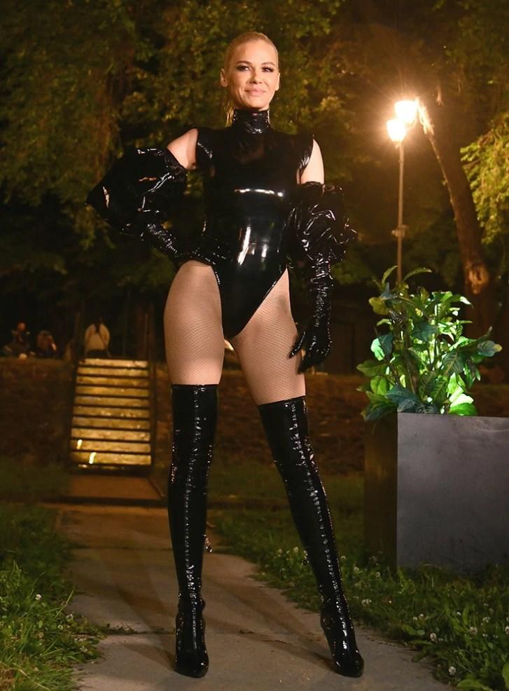 Сплавот почнал да тоне од премногу гости – итна евакуација на настап на Наташа Беквалац