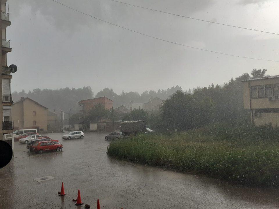 За 20 минути уништен родот на цреши, јагоди и други култури во Кичевско