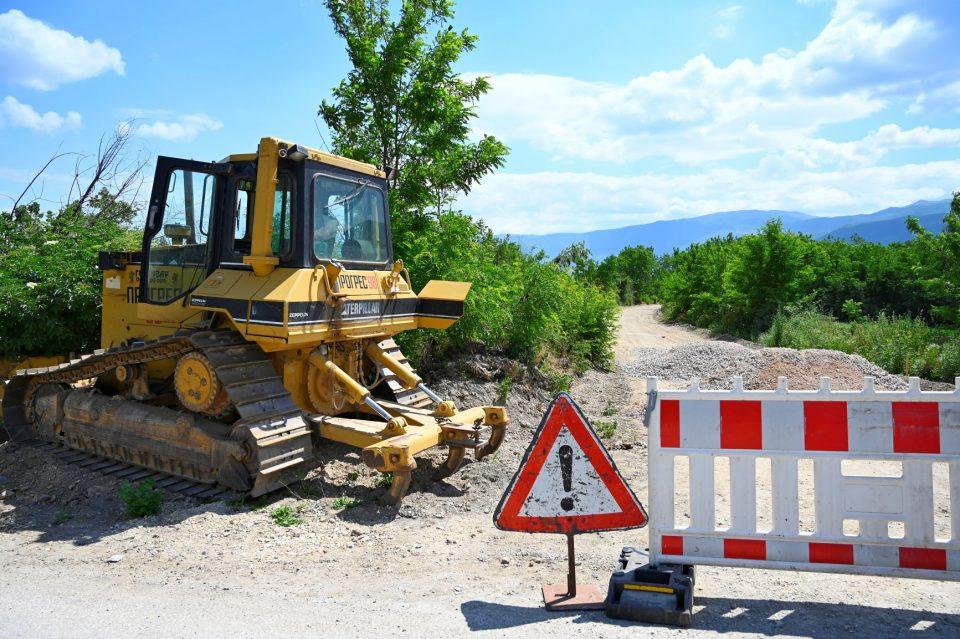 Со заем од Светска банка владата го поправа патот од 2 км од Врапчиште до Зубовце
