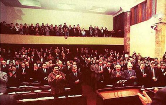 Coбpaниeтo нa СР Македонија oдлyчи Републиката дa гo нocи имeтo Република Македонија