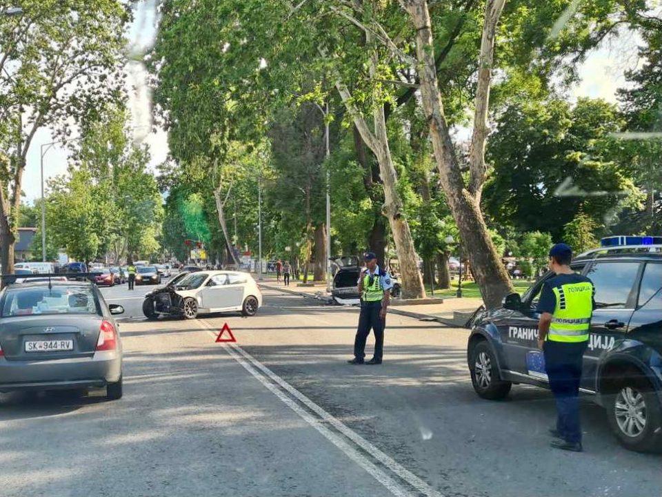 Тешка сообраќајка во Бутел, две возила буквално згмечени