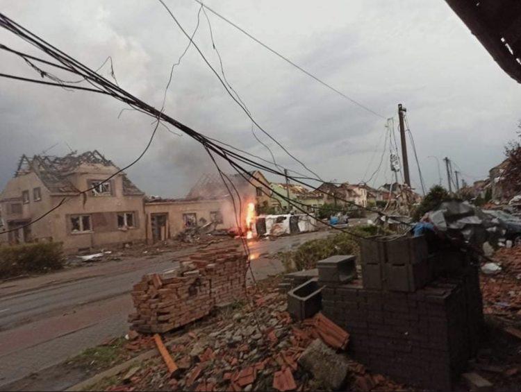 Разорното торнадо во Чешка одзеде пет животи и уништи 2.000 куќи