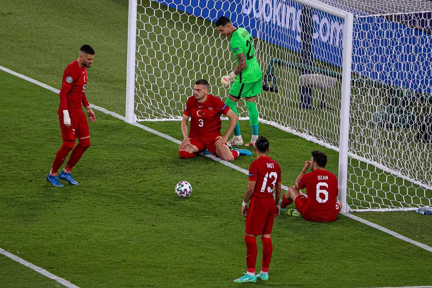 Турција во опасност да стане најслабата репрезентација во историјата на европските првенства