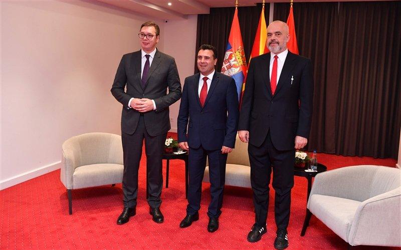 """Вучиќ утре на видео конференција со премиерите на Македонија и Албанија за """"Мал Шенген"""""""