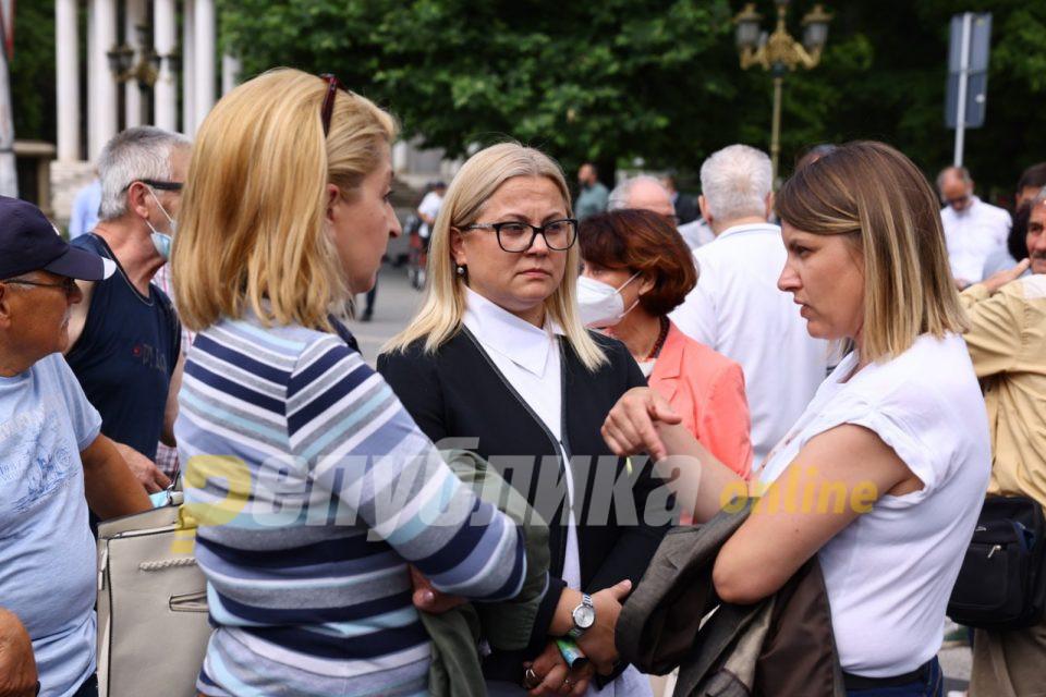 Стојаноска: Законот недела неработен ден не ги опфаќа сите работници, намерите на власта не се чесни