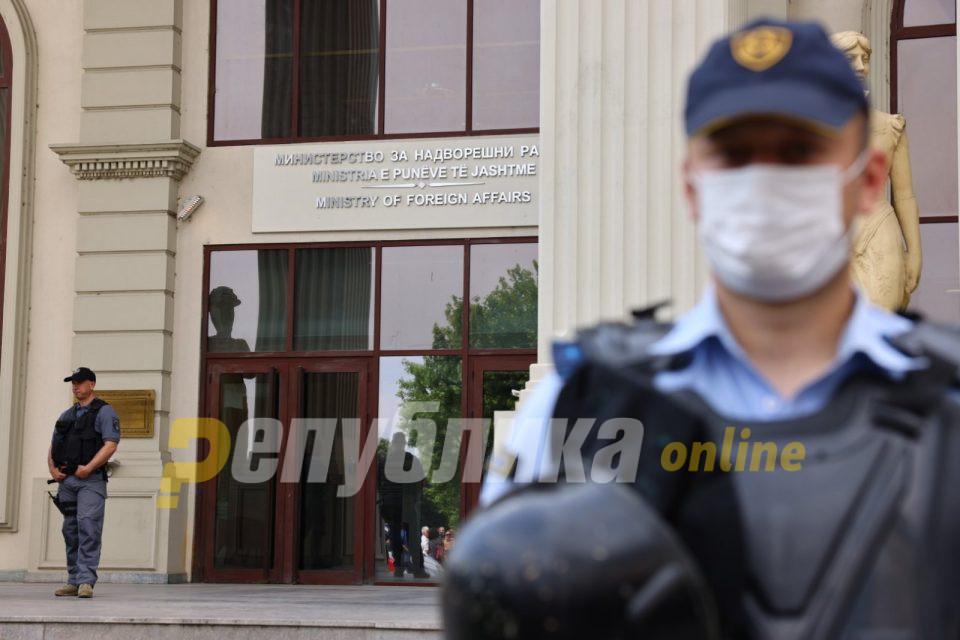 Утре продолжуваат блокадите на ВМРО-ДПМНЕ, протестот почнува во 17 часот пред МНР