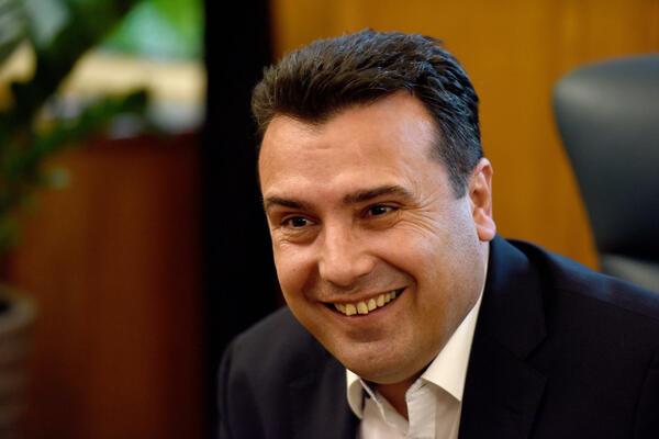 Заев од 2019 најавува изградба на фотонапонската електрана во Осломеј, а за 2020 вети дека и ќе произведува