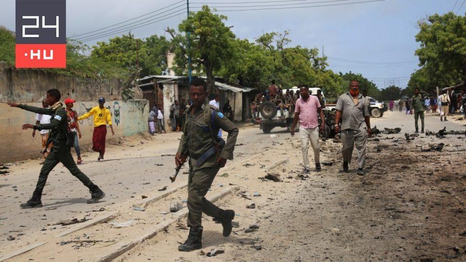 Загинаа 5 фудбалери, а 12 се повредени по експлозија на бомба во автобус во Сомалија