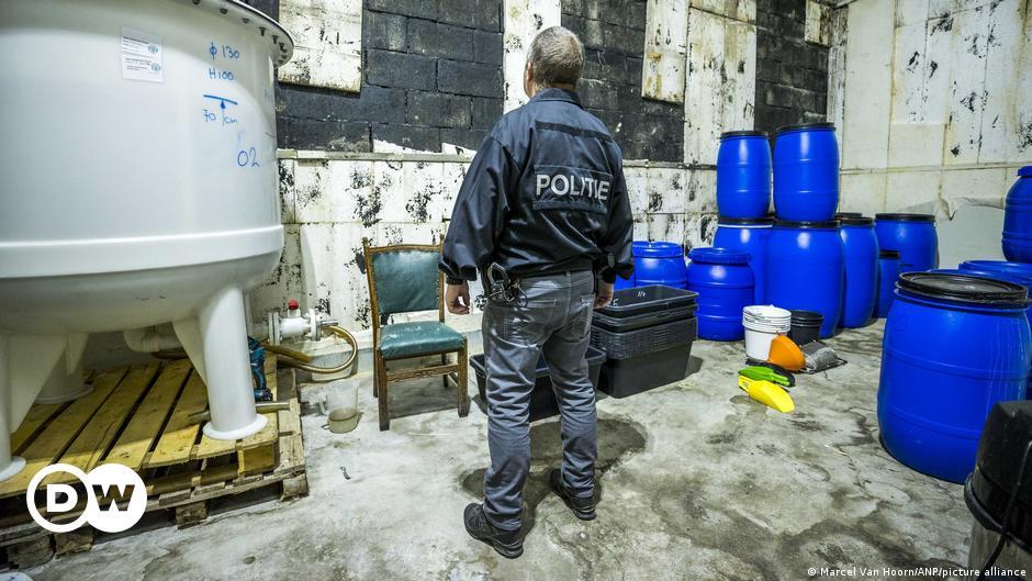 Во Холандија откриена најголемата лабораторија за синтетичка дрога во историјата
