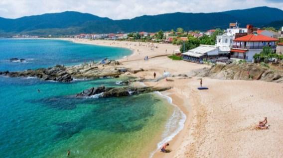 Ако сте на Сарти во Грција не одете на оваа плажа-проколната е