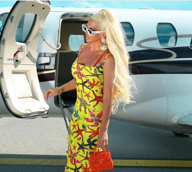 Карлеуша слета со приватен авион во Охрид
