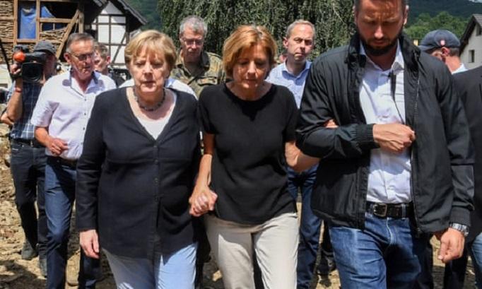 Меркел по поплавите во Германија: Борбата со климатските проблеми е итен проблем