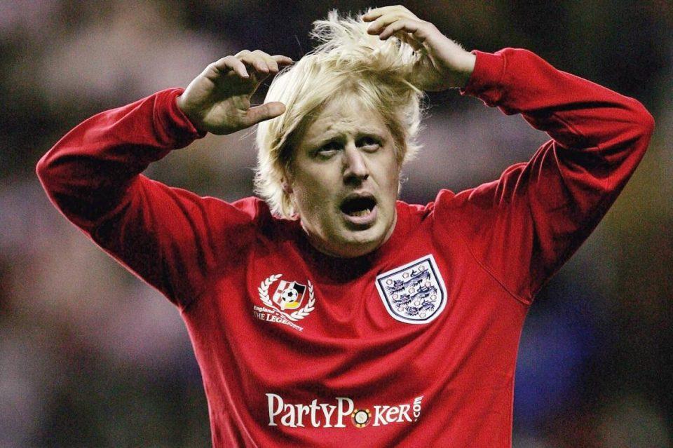 """""""Газета"""": Пеналот за Англија го потврдува сомнежот дека УЕФА му ја враќа услугата на Џонсон"""