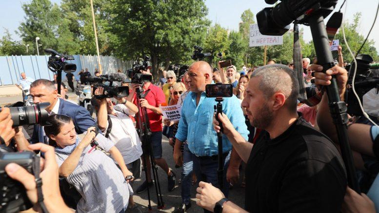 Борисов се појави на информативен разговор – пред МВР протести за поддршка