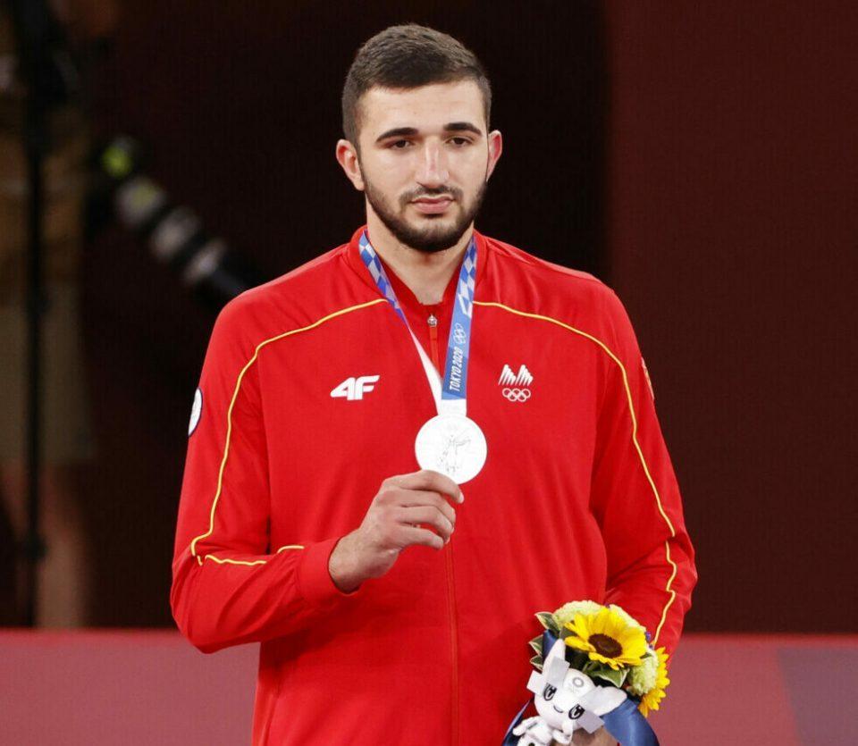 Амбасадата на Јапонија му го честита сребрениот олимписки медал на Дејан Георгиевски