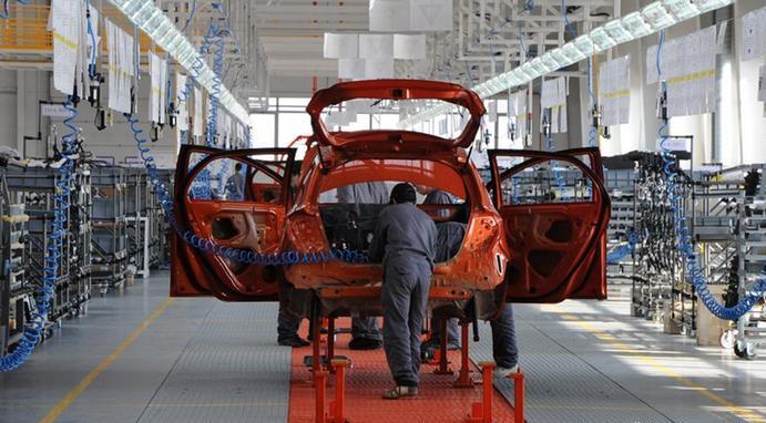 Производителите на автомобили ќе загубат 210 милијарди долари поради недостаток на чипови