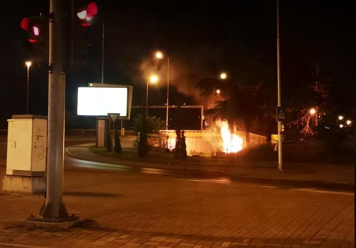 Голем пламен: Гори кај некогашен Саем