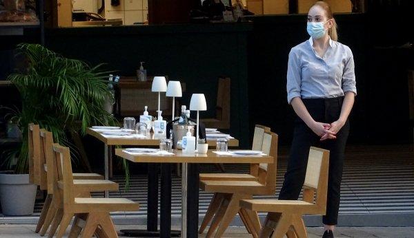 Од први октомври нема влегување во ресторан и кафуле со една доза вакцина