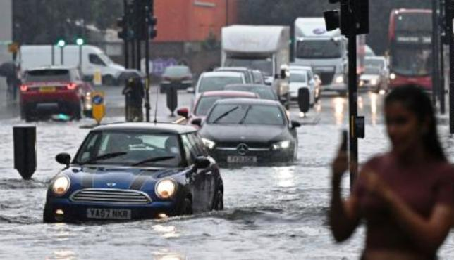 Потопени метро станици, затворени болници: Лондон погоден од големи поплави