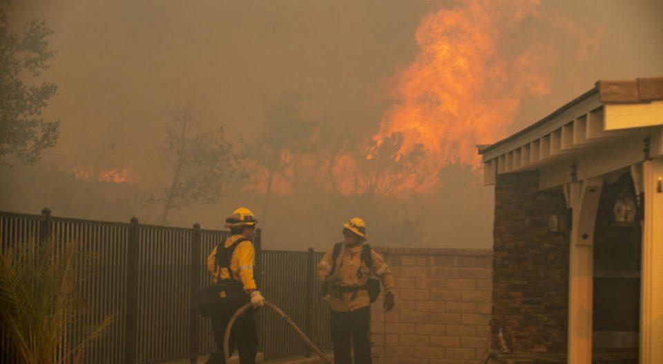 Беснеат големи пожари на Сицилија, се евакуира населението